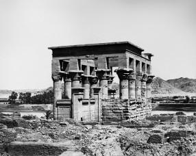 Antonio+Beato+-+Kiosk+of+the+Emperor+Trajan+(Pharaoh's+Bed),+Island+of+Philae,+Egypt+(1870-1900)